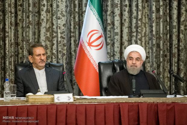 الرئيس روحاني يترأس اجتماعا لمجلس الوزراء والمحافظين