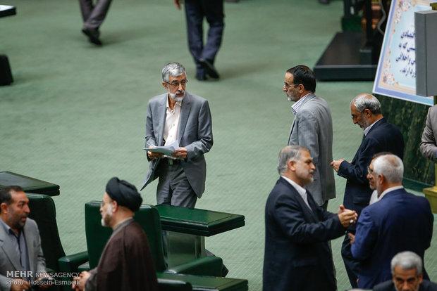 İran Meclisi füze programını destekliyor