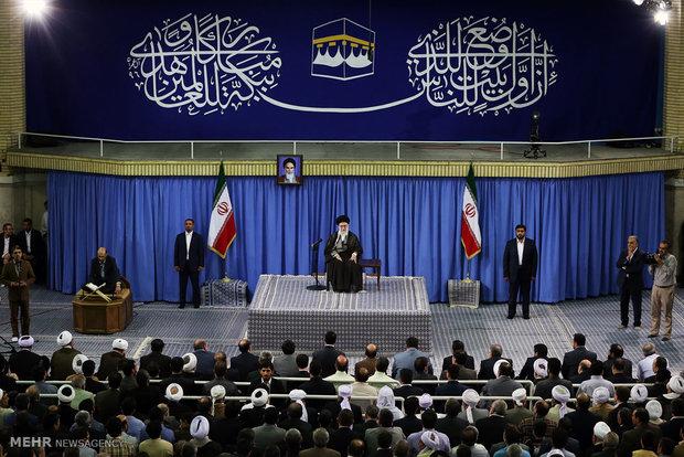Leader receives hajj officials
