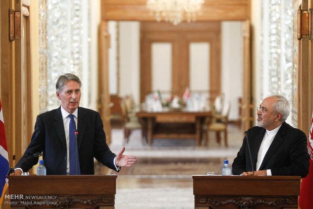Zarif, Hammond hold joint press conference