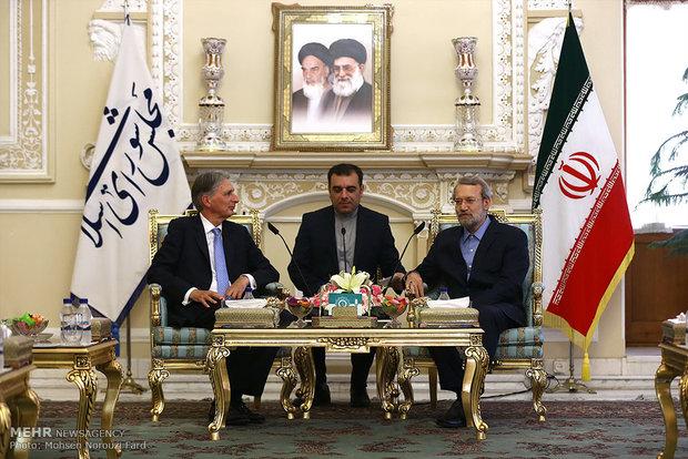 İngiltere, İran'ın içişlerine karışma alışkanlığını bırakmalıdır