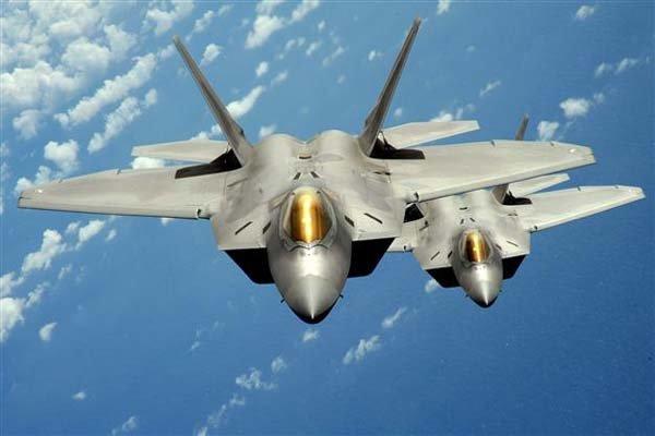 آمریکا جنگنده های اف-۲۲ به اقیانوس آرام می فرستد
