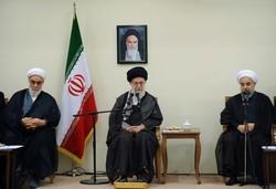 قائد الثورة الاسلامية يستقبل رئيس الجمهورية واعضاء الحكومة