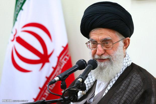 قائد الثورة الاسلامية يؤكد على ضرورة الالتزام بالمواقف الثورية في مواجهة الاعداء