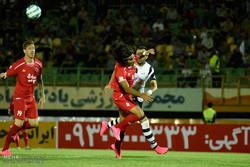 دیدار تیم های فوتبال صبای قم و پدیده مشهد