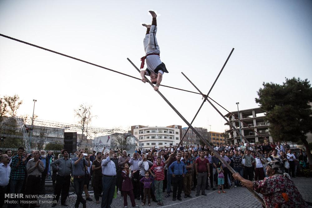 بندبازی زن و مرد ایرانی مقابل دیدگان مردم + تصاویر
