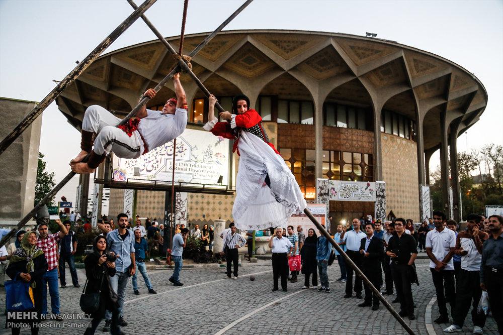 بندبازی زن و مرد ایرانی مقابل دیدگان مردم + تصاویر -