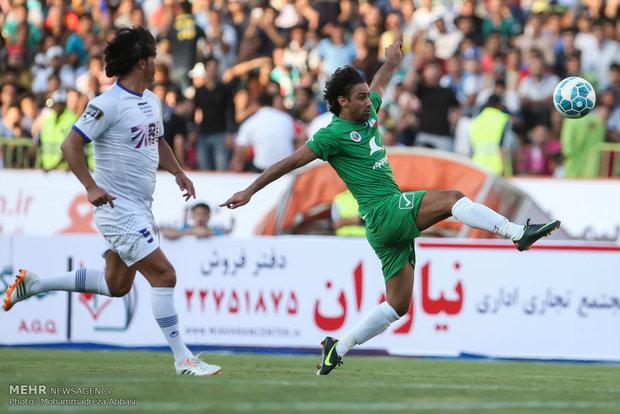 İran Yıldızları ve Dünya Yıldızları futbol takımları Tahran'da karşılaştı