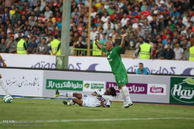 دیدار تیم های فوتبال منتخب ستارگان ایران و جهانİran Yıldızları ve Dünya Yıldızları futbol takımları Tahran'da karşılaştı