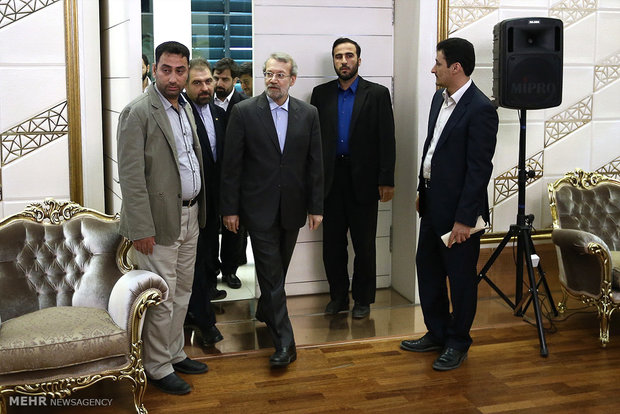 Larijani departs for US