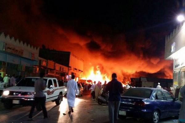 Suudi Arabistan'da bir petrol tesisinin yakınlarında yangın