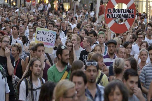 تظاهرة حاشدة في فرنسا دعما للاجئين