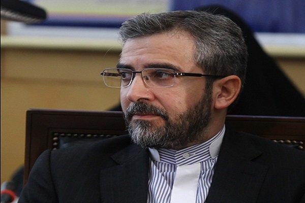 علی باقری با موضوع «آبی از آمریکا گرم نمی شود» سخنرانی می کند