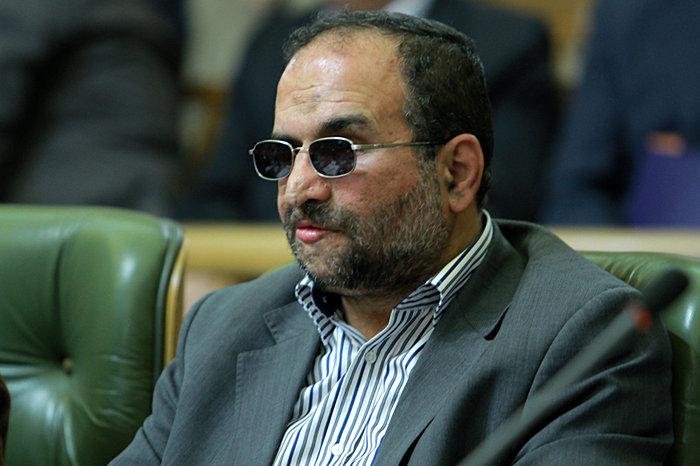 تحرکات سیاسی احمدینژاد تأیید اصولگرایان را ندارد/لاریجانی یک بند و بست پنهانی با اصلاحطلبان کرد
