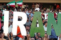حضور یمنیها در ورزشگاه با طبل و بلندگو/ پیشبینی عجیب یک هوادار