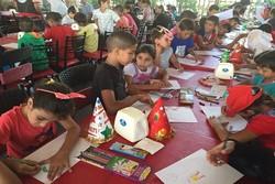 اهداء دمى ايرانية الصنع الى الاطفال السوريين والفلسطينيين في دمشق