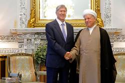 رئيس جمهورية قرغيزيا يلتقي مع رئيس مجمع تشخيص مصلحة النظام