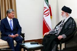 قائد الثورة الاسلامية يستقبل رئيس جمهورية قرغيزيا