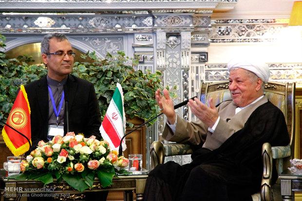 لقاء رئيس جمهورية قرغيزيا مع آية الله هاشمي رفسنجاني