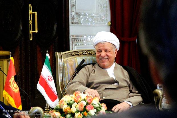 دلقاء رئيس جمهورية قرغيزيا مع آية الله هاشمي رفسنجاني