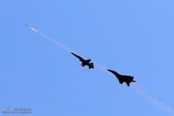 """مقاتلات اف4 وميغ 29 تدمر اهدافاً جوية وأرضية خلال مناورات """"فدائيو سماء الولاية"""""""