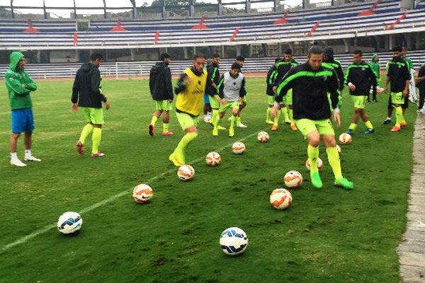 تمرین تیم ملی زیر باران شدید برگزار شد/ حلقه اتحاد در بنگلور