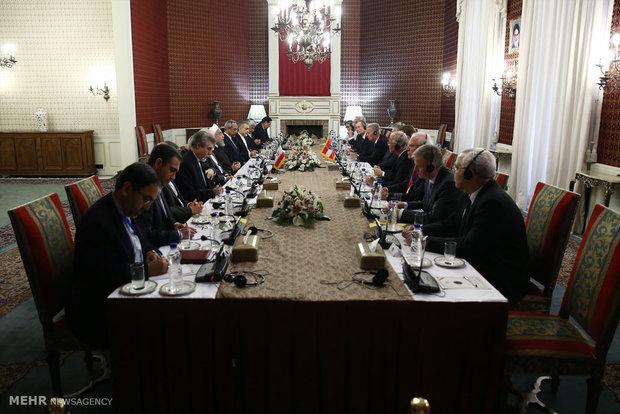 ایران اور آسٹریا کے وفود کے درمیان مذاکرات
