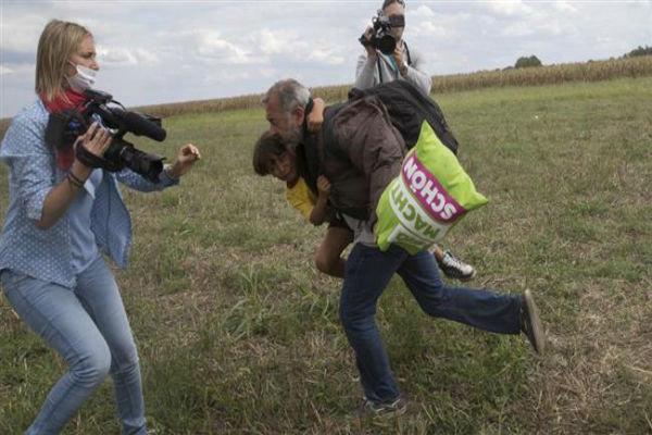 ہنگری میں خاتون صحافی کو پناہ گزینوں کے ساتھ بدتمیزی مہنگی پڑ گئی