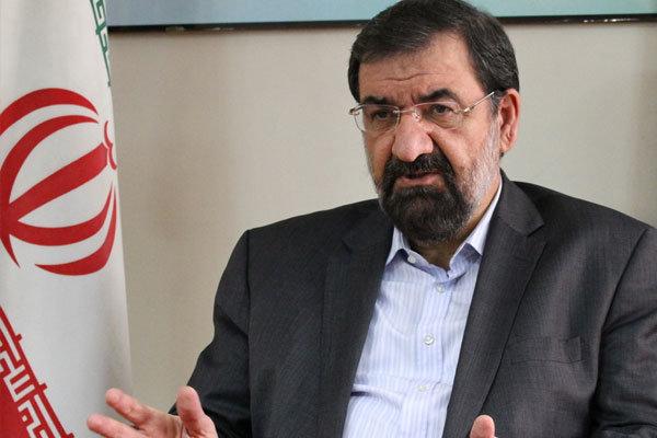 محسن رضایی: به جای تضعیف نیروهای نظامی مسائل اقتصاد را حل کنید