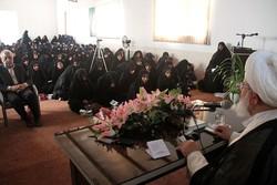 رئیس شورای پاپی خانواده واتیکان از حوزه خواهران بازدید کرد