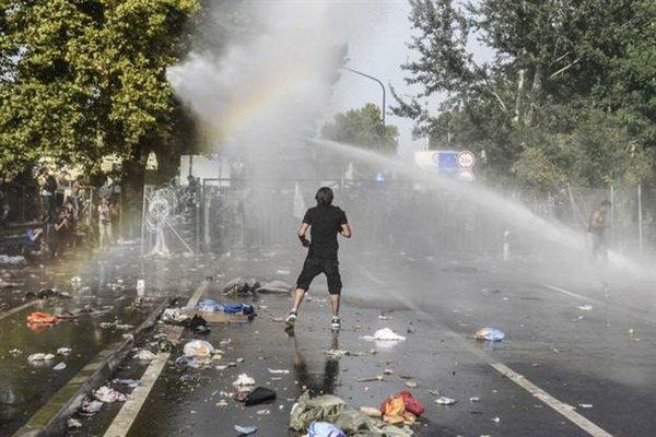 ہنگری میں پولیس کا مہاجرین پر بہیمانہ تشدد