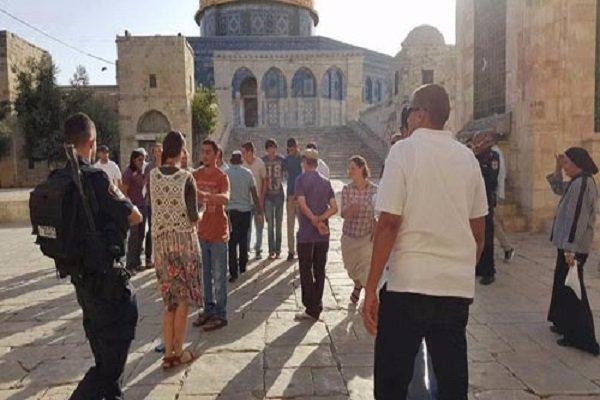 مستوطنون صهاينة يقتحمون المسجد الأقصى تحت حراسة أمنية