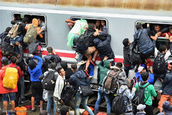 More than 710,000 immigrants reach Europe in 2015