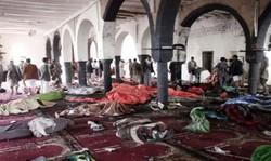 عشرات الشهداء والجرحى في انفجارين بمسجد في صنعاء