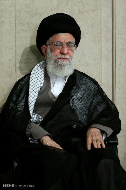 مراسم تأبين ضحايا كارثة منى بحضور قائد الثورة الاسلامية