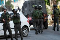 قوات الاحتلال تعتقل 22 فلسطينيا خلال حملة مداهمات واسعة في الضفة الغربية