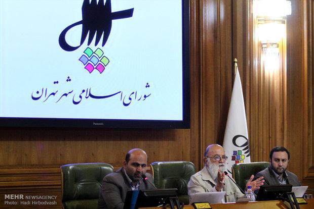 مرخصی گرفتن شهردار تهران از رئیس شورا عرف است