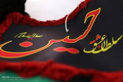 پرچم عزای حسینی در قبله تهران برافراشته شد