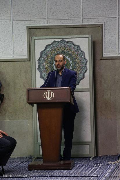 مؤسسة الاذاعة والتلفزيون مع قائد الثورة الاسلامية