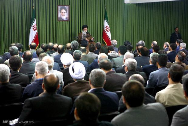 یدار رئیس و مدیران مؤسسة الاذاعة والتلفزيون مع قائد الثورة الاسلامية