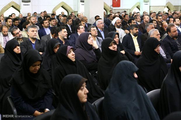 لقاء رئيس ومسؤولي مؤسسة الاذاعة والتلفزيون مع قائد الثورة الاسلامية