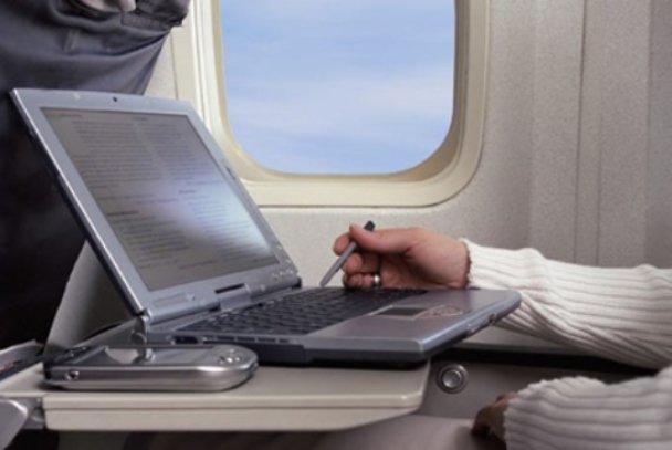 دسترسی به اینترنت در هواپیما فراهم میشود/ نوسازی شبکه فیبر نوری