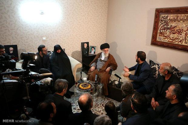 حضور رهبر انقلاب در منزل سردار شهید حسین همدانی