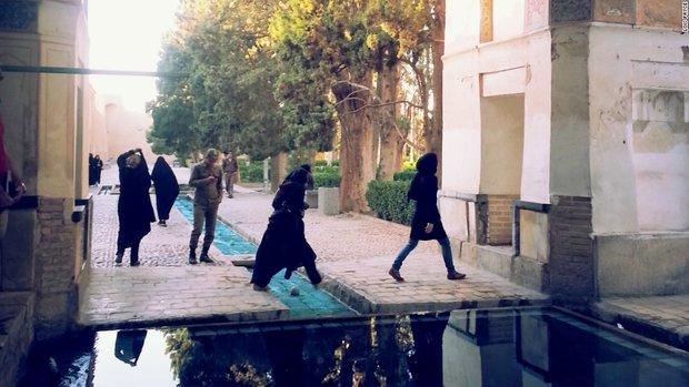 1876163 - خاطرهنگاری زن موتورسوار از سفر به ایران