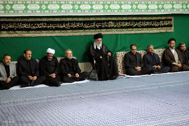 مراسم عزاداری شام غریبان حضرت اباعبدالله الحسین (ع) با حضور رهبر انقلاب