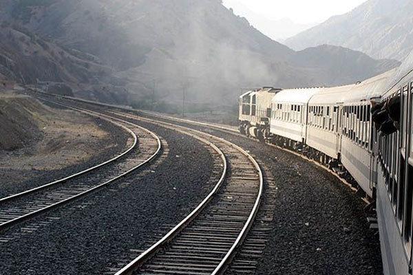 حمل بیش از ۱۰ میلیون تن بار توسط راه آهن قم/حرکت قطار قم به کربلا