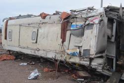 سانحه رانندگی در جنگل ابر/ مینی بوس حامل گردشگران واژگون شد