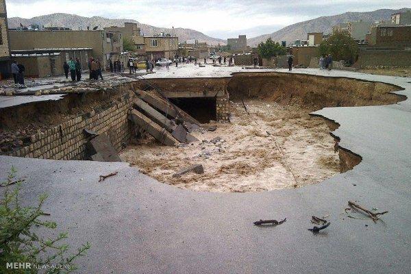 نجات ۴ مسافر گرفتار در سیلاب دهلران
