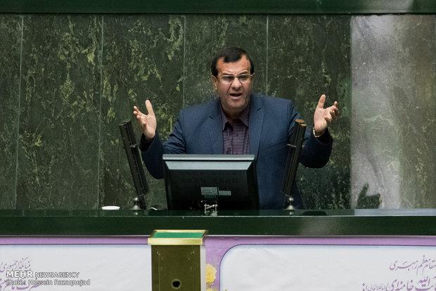 اعتراض احمد جباری خطاب به مدیرکل آموزش و پرورش هرمزگان در جلسه علنی مجلس