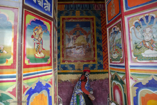 تعلیم آئین بودا در میان کوه ها